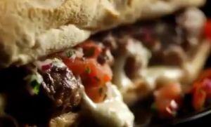 レシピ#38 肉団子とモッツァレラトマトサルサのサンドイッチ Beef meatball sandwich with melting mozzarella & tomato salsa