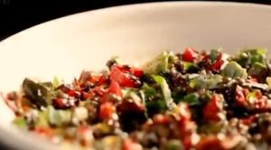 Roasted red pepper, lentil and herb salad