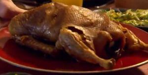 ディナー#4 カモ肉のローストとブラックビーンソース、 海鮮醤ドレッシングのキュウリサラダ添えCrispy roast duck with black bean dipping sauce with hoisin and cucumber salad
