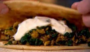 卵とほうれん草のスパイシーラップサンド~「ゴードン・ラムゼイ 究極の料理~朝食からディナーまで~屋台料理」から