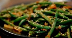 stir-fried green beans with soy and peanut dressing