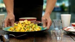 ~「ゴードン・ラムゼイピリ辛フルーツサラダ~「ゴードン・ラムゼイ 究極の料理~朝食からディナーまで~友人をもてなす料理」から