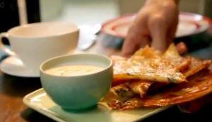 朝食#17  フィロの はちみつ入りヨーグルト添え crispy filo with honeyed yoghurt