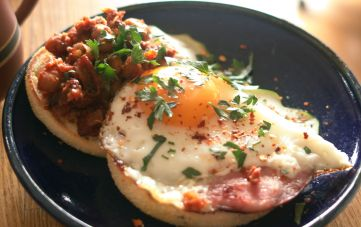 bacon and egg baked beans on toast