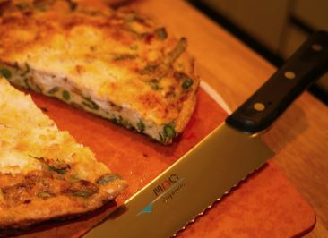 breadknife and frittata