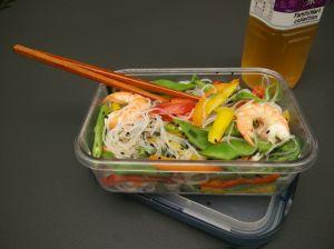 """レシピ本""""Healthy Appetite – RECIPES FROM THE f WORD""""収録のGordon Ramsay's Rice Noodle Salad with Prawns and Thai Dressing。米粉の代わりに春雨で今回は作ってみました!(クリックで拡大表示できます)"""